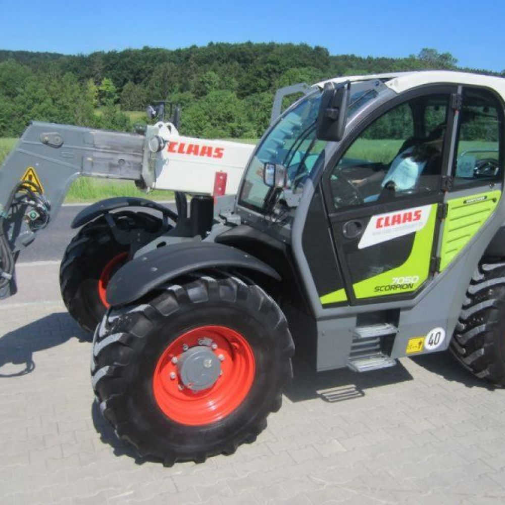 Claas Scorpion 7050 T4